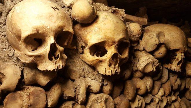 Illustration. Les Catacombes à Paris.
