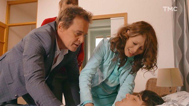 """Peter, Lola et Juan (Les Mystères de l'Amour saison 22, épisode 16 """"Faux frères"""")."""