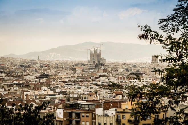Illustration. Panorama de la ville de Barcelone.