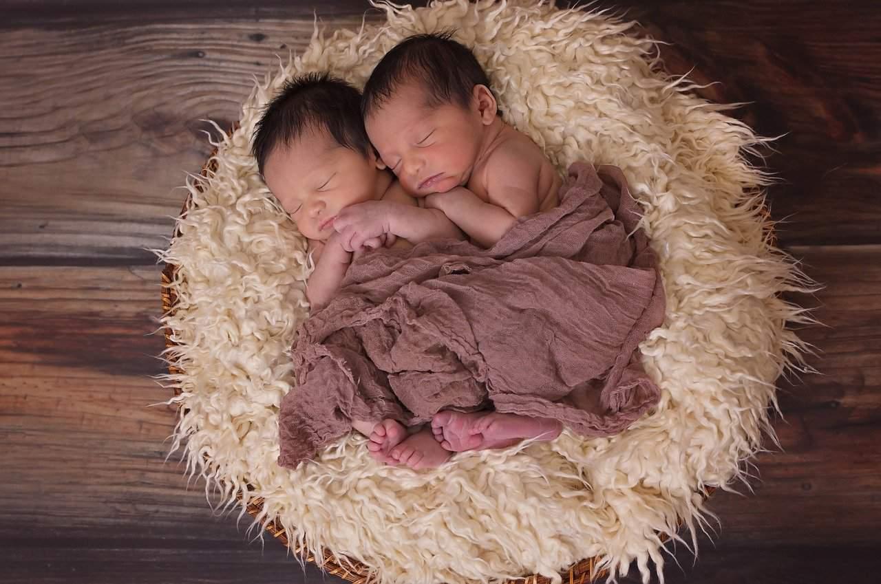 Inde : ils appellent leurs jumeaux Covid et Corona en souvenir d'un accouchement en plein confinement