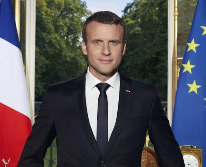 Portrait officiel d'Emmanuel Macron, président de la République française en 2017.