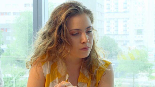 """Manon (Les Mystères de l'Amour saison 23, épisode 15 """"Mauvais départs"""")."""