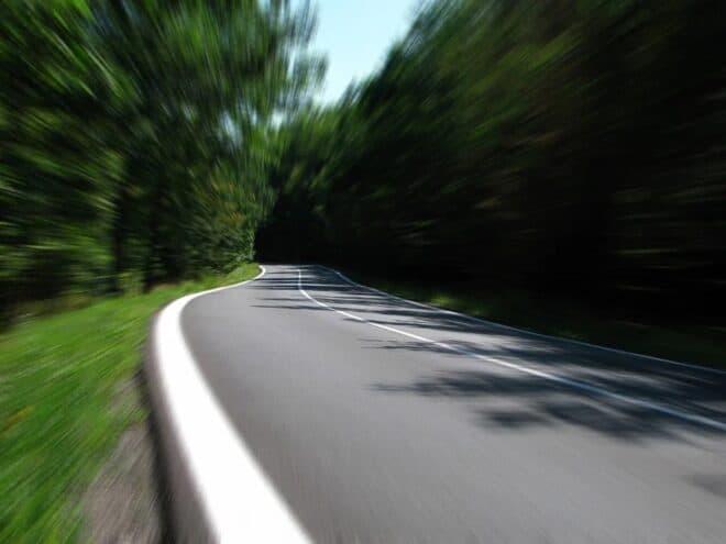 Une route sinueuse