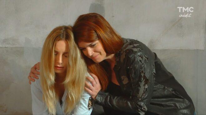 """Lou et sa mère (Les Mystères de l'Amour saison 23, épisode 22 """"Amour enflammé"""")."""