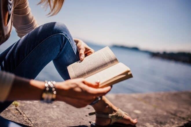 Une jeune lectrice.